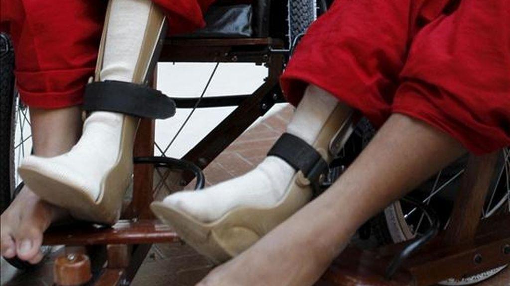 El Gobierno ha remitido a las Cortes la convención para prohibir las bombas de racimo, culpables de la mutilación de cientos de personas, sobre todo, niños. EFE/Archivo