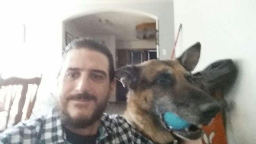 Encuentra a su perro robado mientras buscaba una nueva mascota