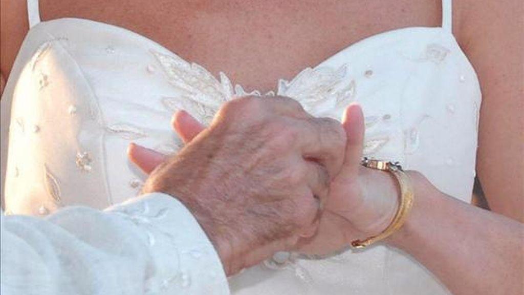 Una pareja el día de su boda. EFE/Archivo