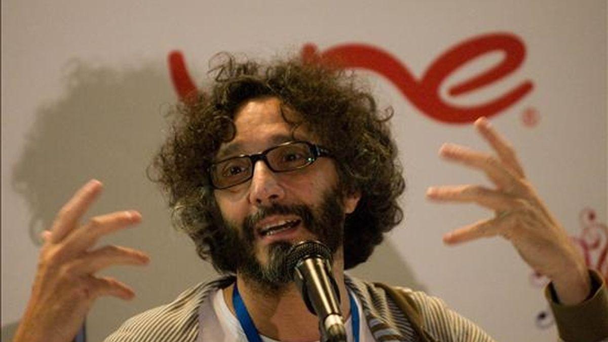 El cantautor argentino Fito Páez habla durante una rueda de prensa en el III Congreso Iberoamericano de Cultura que se realiza en Medellín (Colombia). Páez participará en uno de los conciertos gratuitos que ofrecerá el evento hasta el 4 de julio. EFE