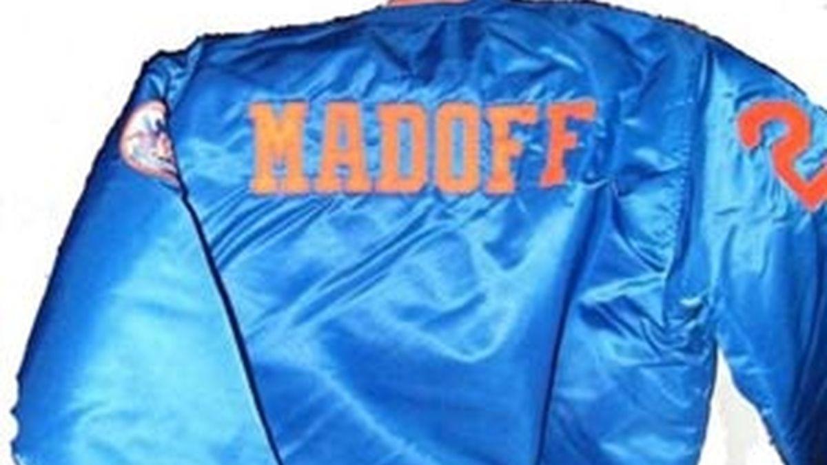 Una chaqueta de Bernard Madoff, uno de los artículos a subasta. Foto: AP