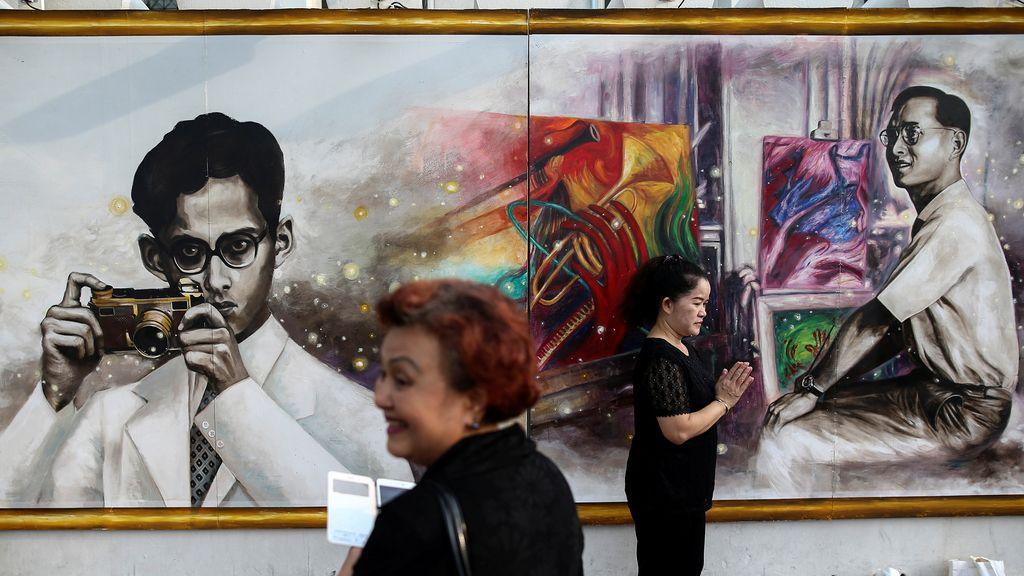 El retrato al Rey Bhumibol Adulyadejhan está siendo un éxito