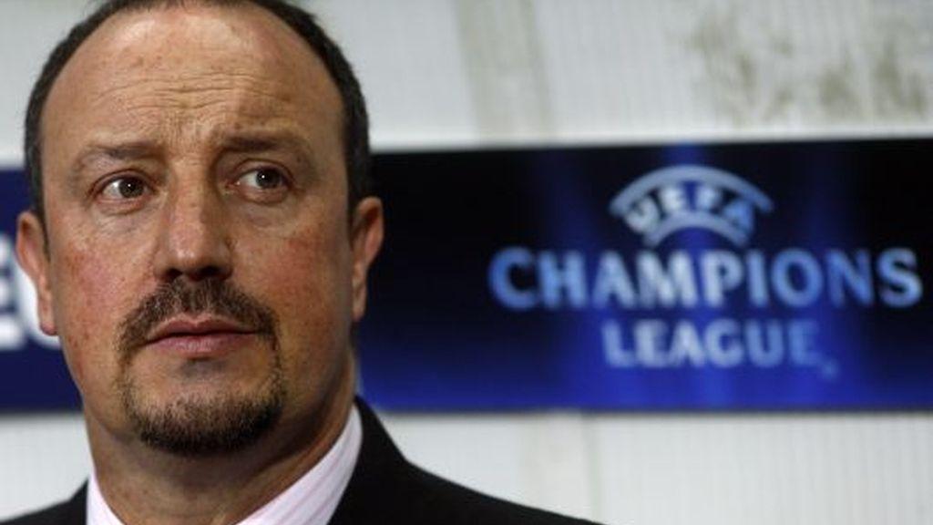 Benítez, pensativo tras ser eliminados de la Champions. FOTO: Reuters.