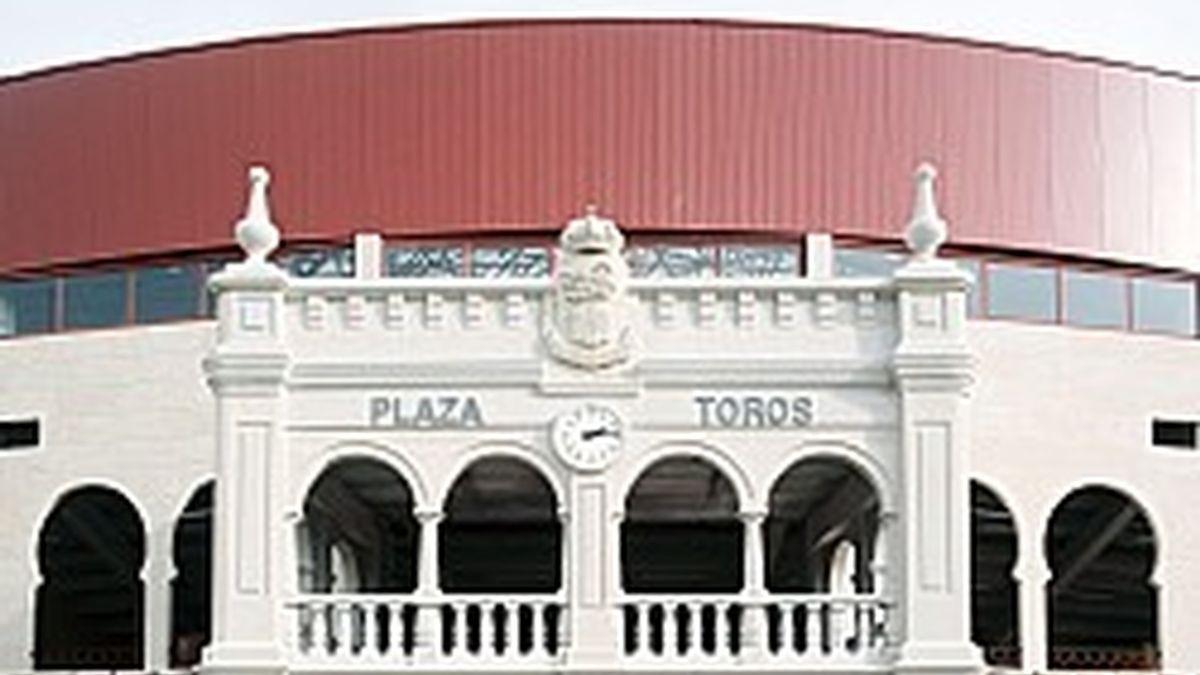 Imagen de la fachada de la plaza de toros de Moralzarzal.