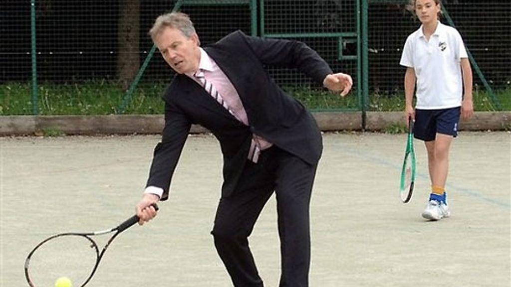 A Tony Blair no se le da mal el tenis, dicen los que le conocen. FOTO: Archivo.