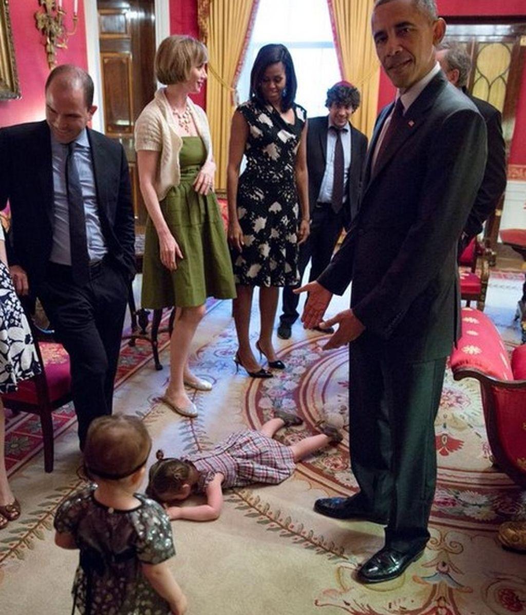 A esta niña parece no gustarle mucho su visita a la Casa Blanca
