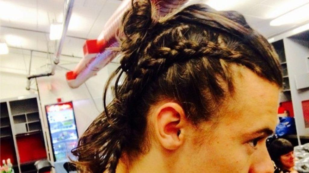 """El """"no va más"""": Moño con trenda de espiga lateral by Harry Styles"""