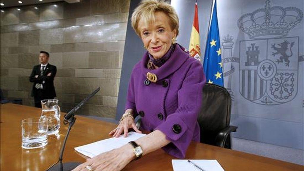 La vicepresidenta primera del Gobierno, Teresa Fernández de la Vega, durante una rueda de prensa posterior al primer Consejo de Ministros. EFE/Archivo