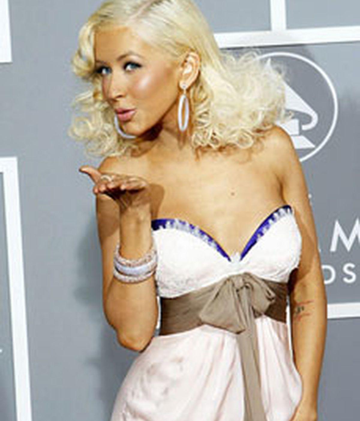 La cantante Cristina Aguilera en la foto. Johnny Sharp, pone sus canciones de ejemplo de las que más reitera temas bastante manidos en el pop.