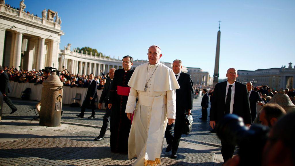 El papa Francisco llegando a la Plaza San Pedro