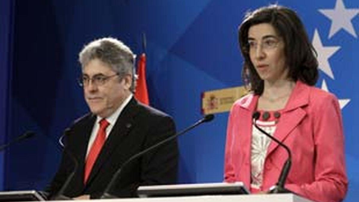 El ministro de Interior, Alfredo Pérez Rubalcaba, ha comprobado los preparativos de la jornada electoral. Vídeo: Informativos Telecinco