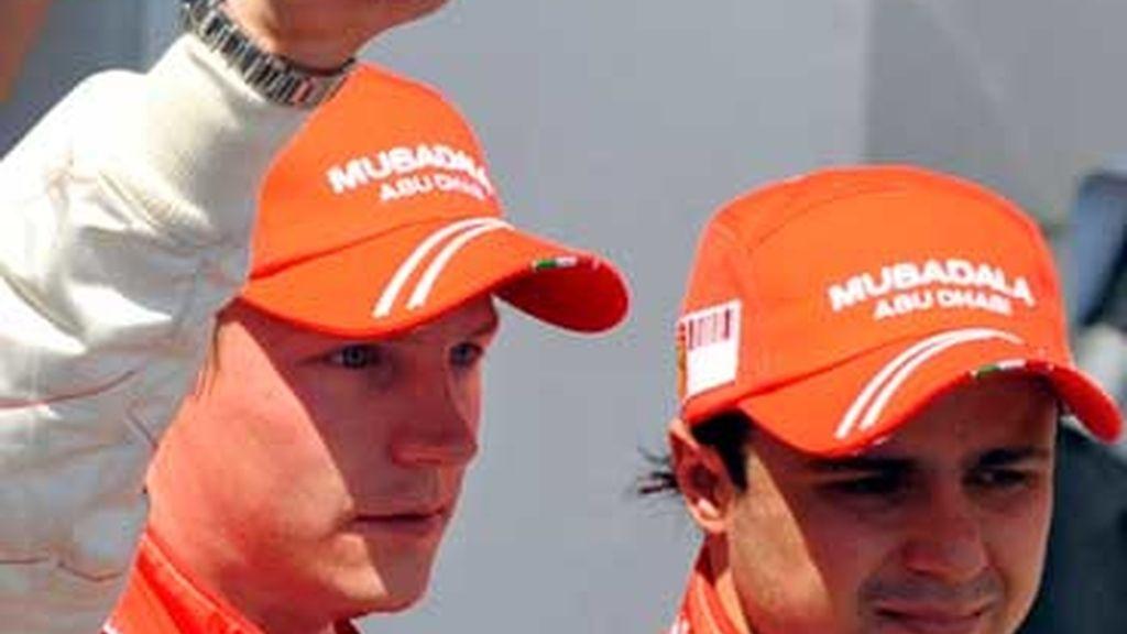 Raikkonen celebra el doblete junto a Massa. Foto: EFE