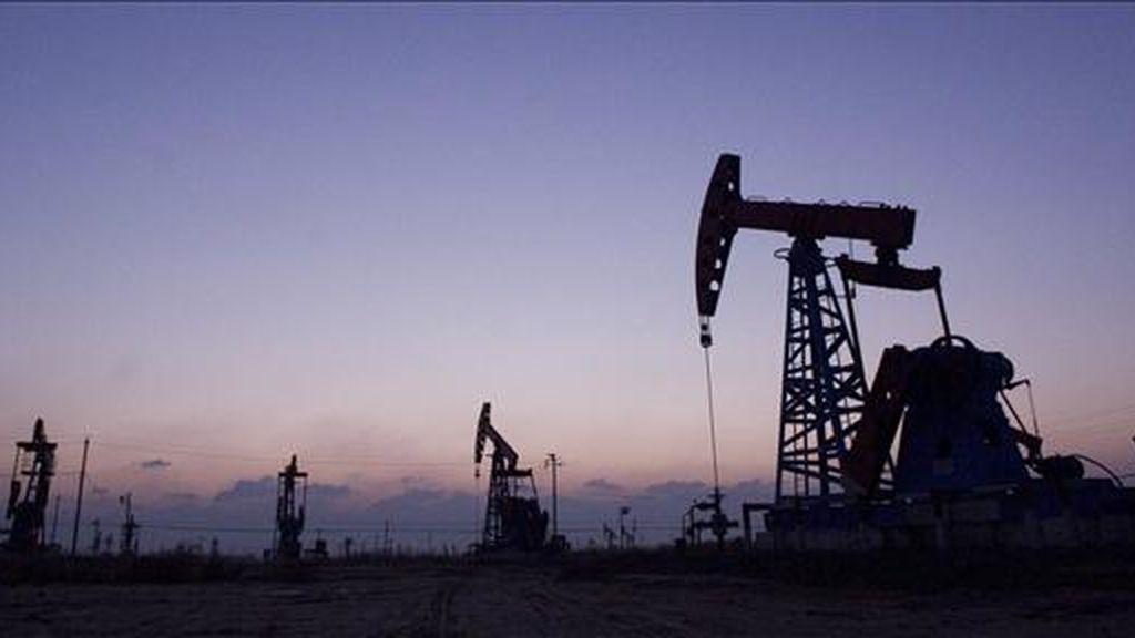 Al finalizar la jornada en la Bolsa Mercantil de Nueva York, los contratos de Petróleo Intermedio de Texas (WTI) para entrega en mayo restaron 2,19 dólares y registraron el mayor descenso en dos semanas. EFE/Archivo