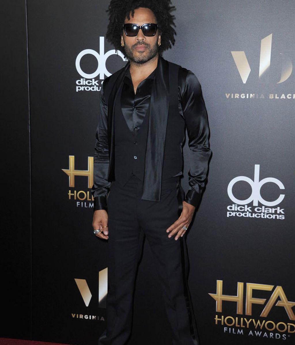 Lenny Kravitz se enfundó en el negro hasta en las gafas