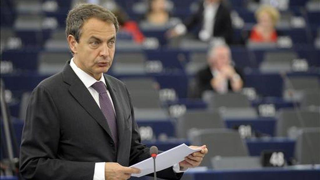 El presidente del Gobierno español, José Luis Rodríguez Zapatero, ante el pleno del Parlamento Europeo en Estrasburgo (Francia) este martes. Zapatero hizo balance de la Presidencia española de la UE. EFE