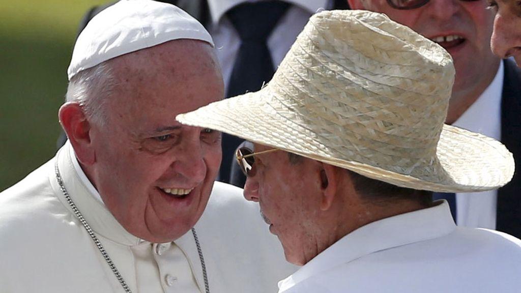 El Papa con Raúl Castro