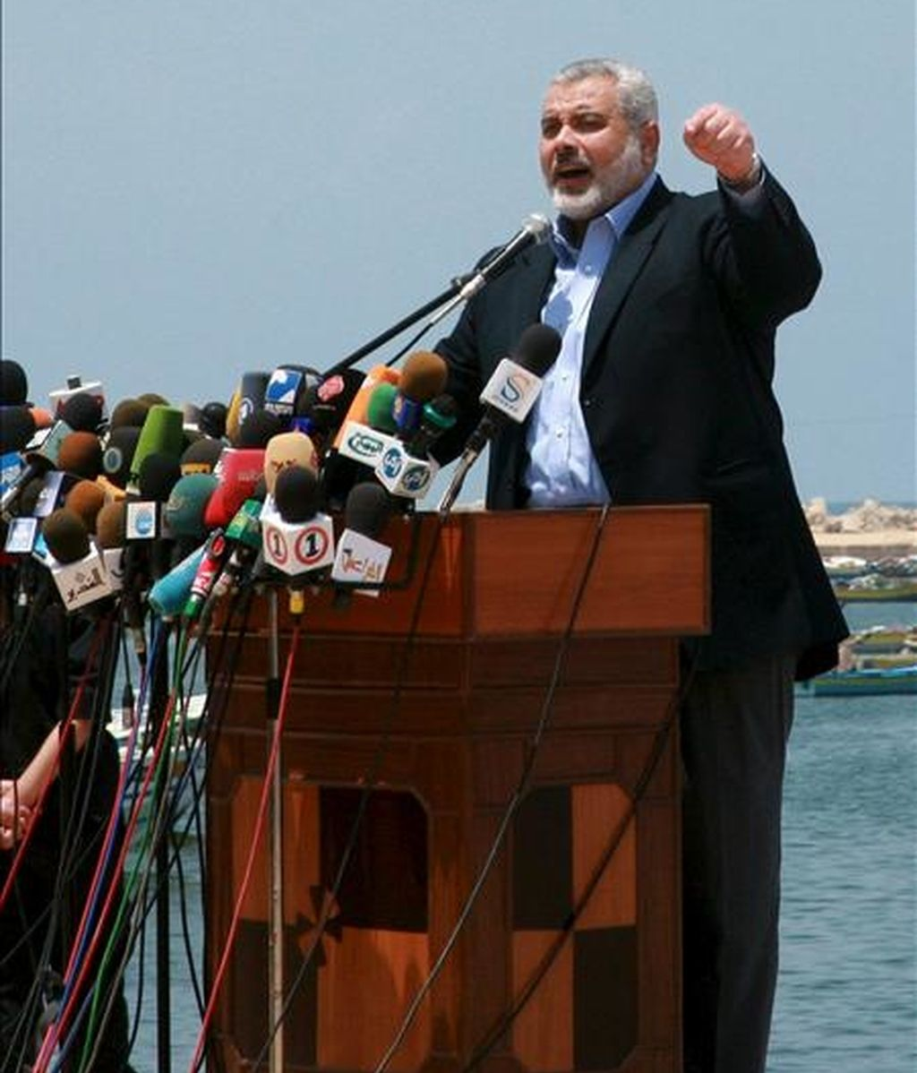 """El jefe del Gobierno de Hamás en Gaza, Ismail Haniye, pronuncia un discurso durante su visita al puerto de Gaza antes de la llegada de la """"Flotilla de la Libertad"""", en mayo pasado. La hija de Haniye ha decidido poner a su hijo recién nacido, el nombre de """"Recep Tayip Erdogán"""", en agradecimiento al primer ministro turco. EFE/Archivo"""