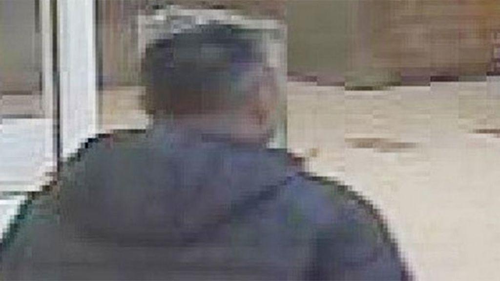 Policía busca a un hombre que se llevó a una niña de un supermercado y luego regresó