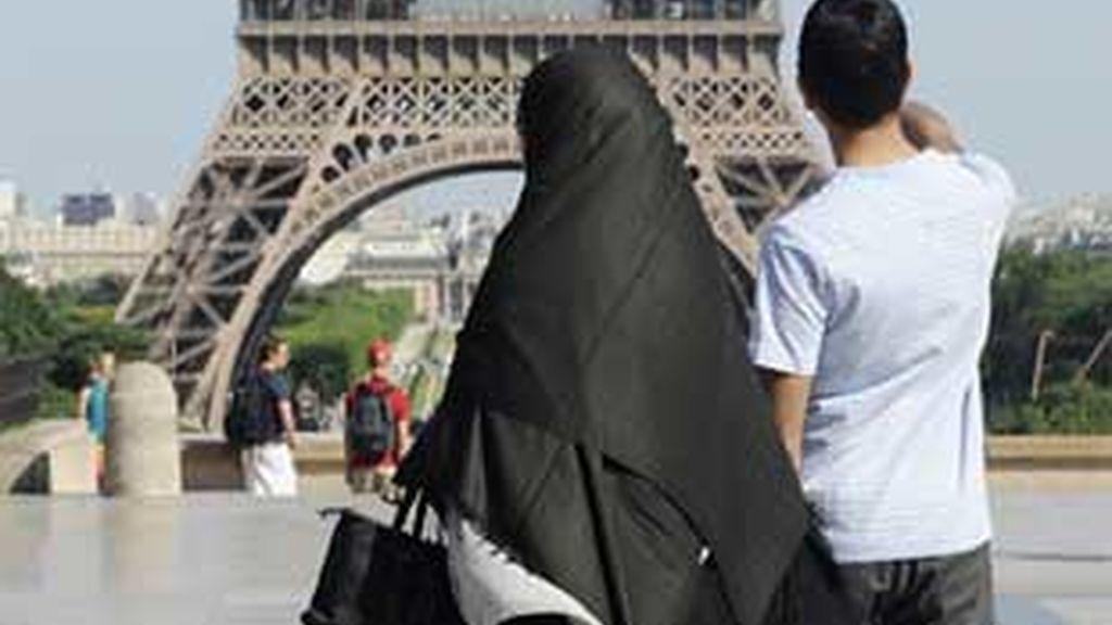 """El del """"burka"""" es un debate similar al que se produjo en 2004 respecto al velo islámico. FOTO: REUTERS / Archivo"""