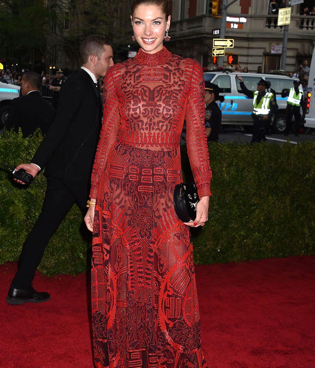 Jessica Hart con vestido de Valentino