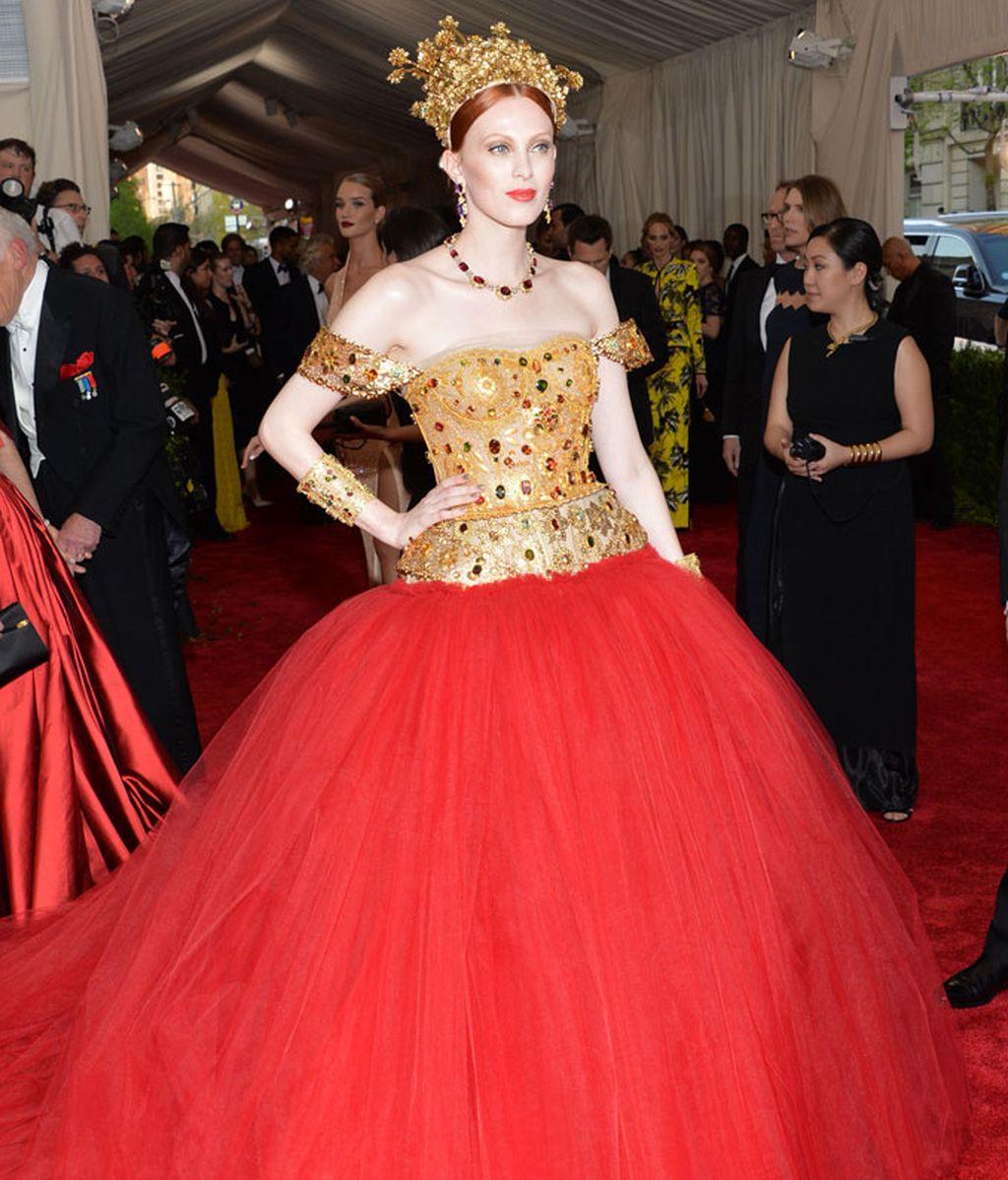 Karen Elson vestida de Dolce & Gabbana
