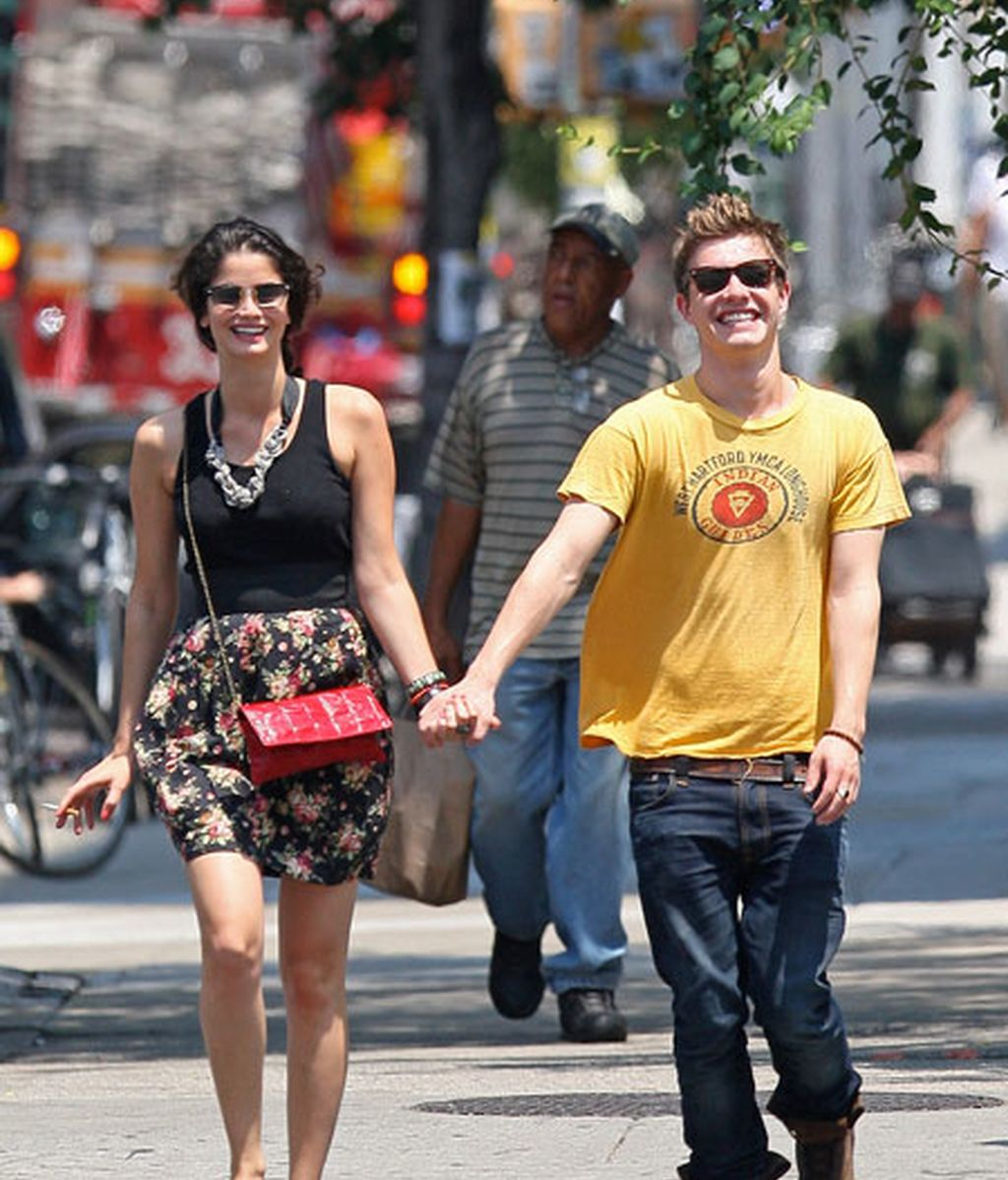 Xavier Samuel, con su novia