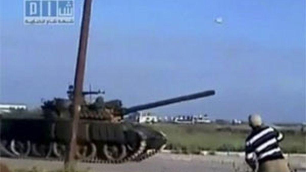 El gobierno sirio ha sacado los tanques a la calle. Vídeo: Informativos Telecinco