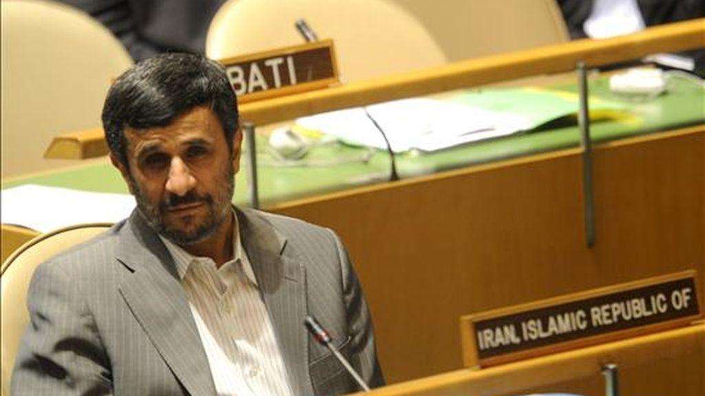 El presidente iraní, Mahmud Ahmadineyad, insiste en que su país no está buscando construir una bomba nuclear, y que sus planes nucleares tienen fines pacíficos. EFE/Archivo