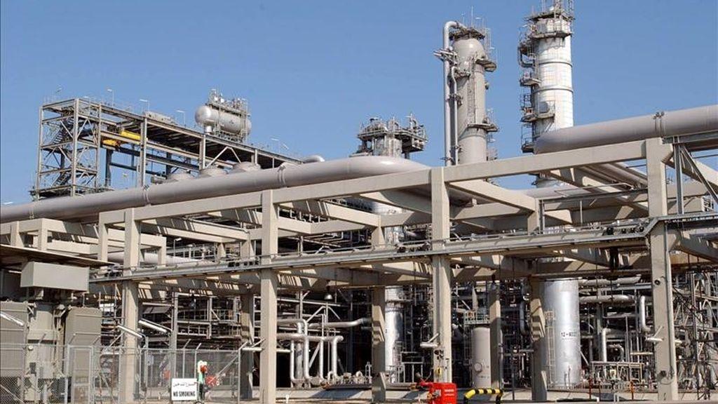 Unión Fenosa Gas, participada en un 50 % por Gas Natural Fenosa y la italiana Eni, y la petrolera portuguesa Galp Energía han adquirido a la compañía alemana E.ON Ruhrgas el 25 % que tenía en el consorcio gasístico 3G de Guinea Ecuatorial. EFE/Archivo