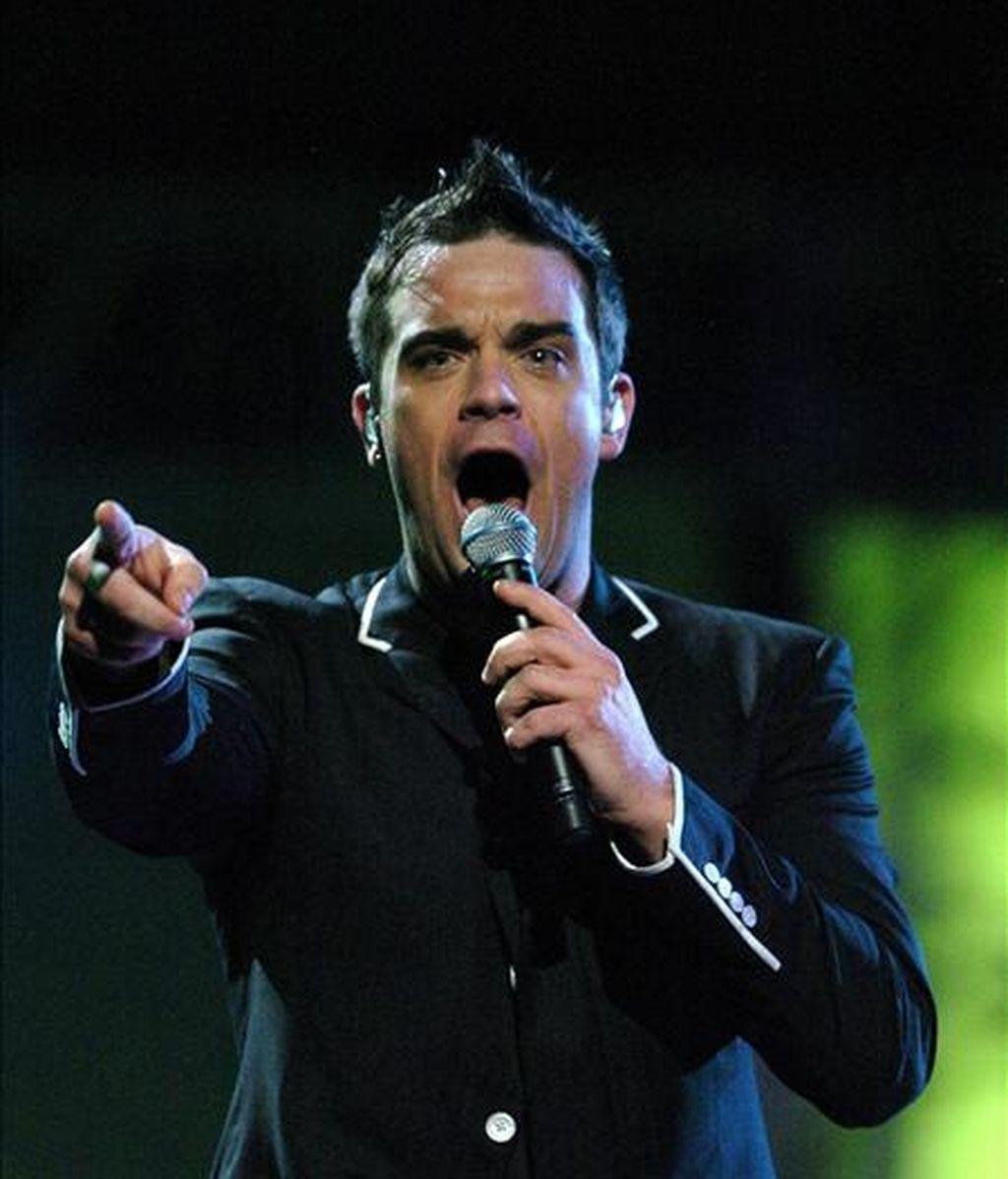 El cantante Robbie Williams está preparado para volver al grupo musical Take That. En la imagen, Robbie Williams durante una actuación. EFE/Archivo