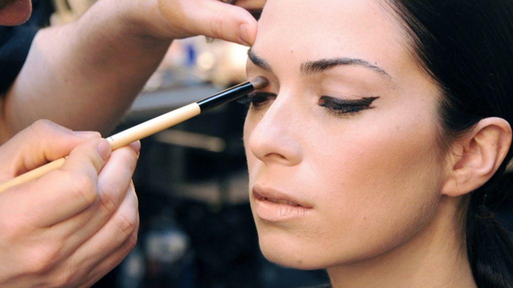 Los tonos marrones predominaron en el maquillaje neutro de las modelos de Rabaneda