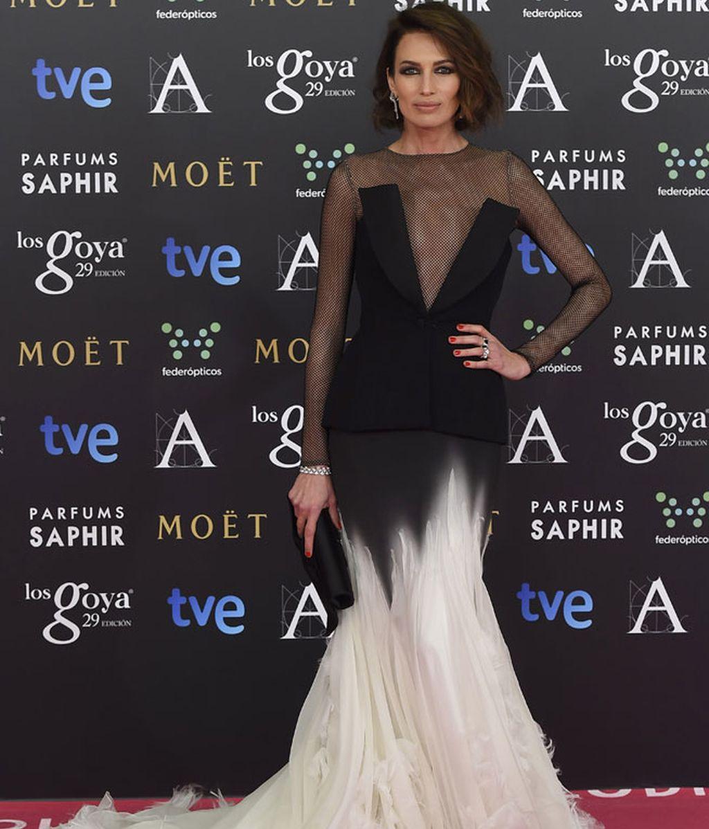 Nieves Álvarez con vestido de Stephane Rolland Alta Costura y bolso de Loubloutin