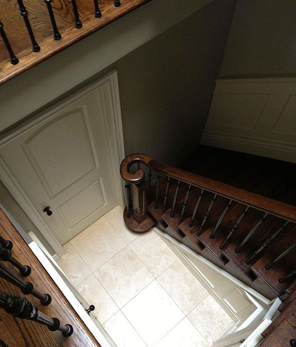 Unas escaleras que terminan en la pared