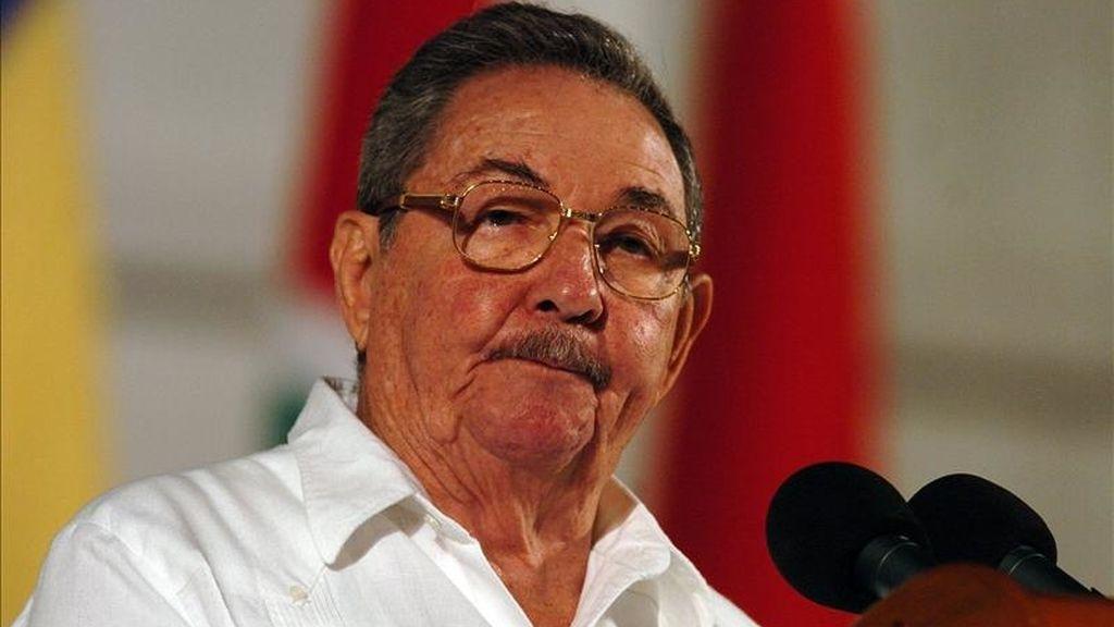 El presidente cubano, Raúl Castro, destacó que la mayor aportación que se puede hacer a la economía del país en el momento actual es eliminar el derroche, sin que ello signifique dejar de prestar servicios sino hacerlos más eficientes y con más calidad. EFE/Archivo