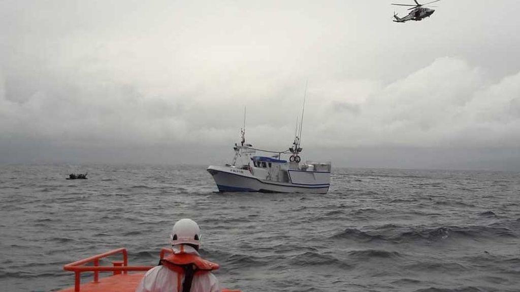 La Salvamar ALKAID rescata a los ocupantes de una patera en el Estrecho
