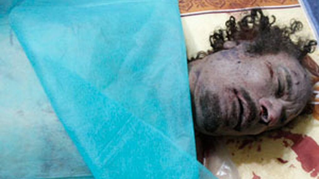 Gadafi yace en una morgue de Misrata. Foto: Reuters