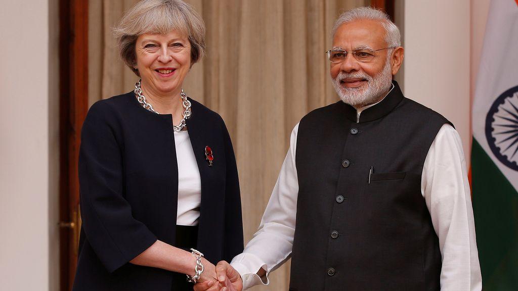 Narendra Modi y Theresa May posan juntos en Nueva Delhi