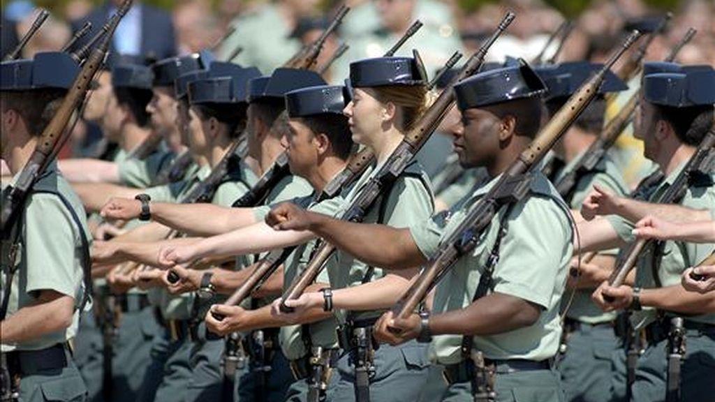 Varios de los guardias civiles graduados durante un desfile en la ceremonia de clausura de la 115 promoción de Guardias Civiles en la Academia de Guardias y Suboficiales de Úbeda-Baeza. EFE/Archivo