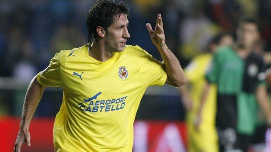 Capdevila celebra un gol con el Villarreal la pasada temporada. FOTO: Reuters.