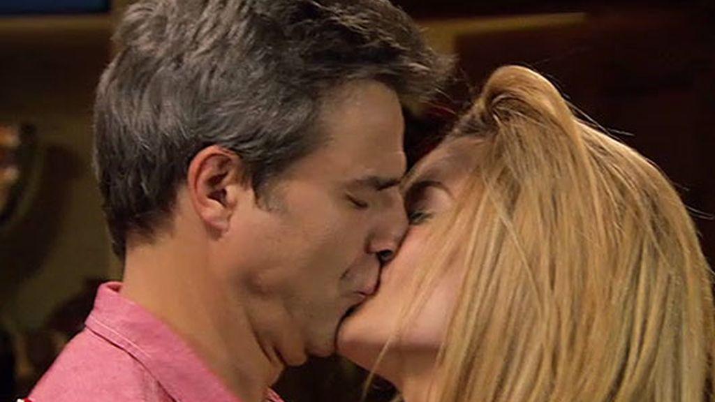 ¡Nico y Rebeca se besan!