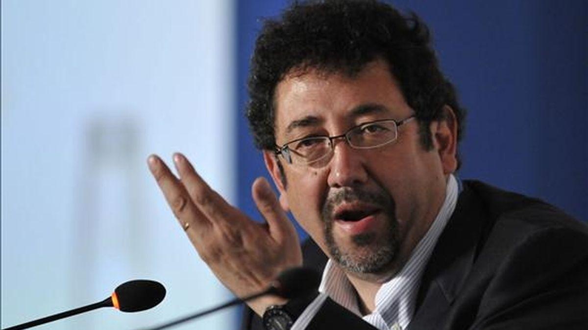 El representante de La Comisión Económica para América Latina y el Caribe (CEPAL), Luis Miguel Galindo, ofrece una rueda de prensa en la XVI Conferencia de las Partes de la ONU sobre Cambio Climático que se celebra en Cancún (México). EFE