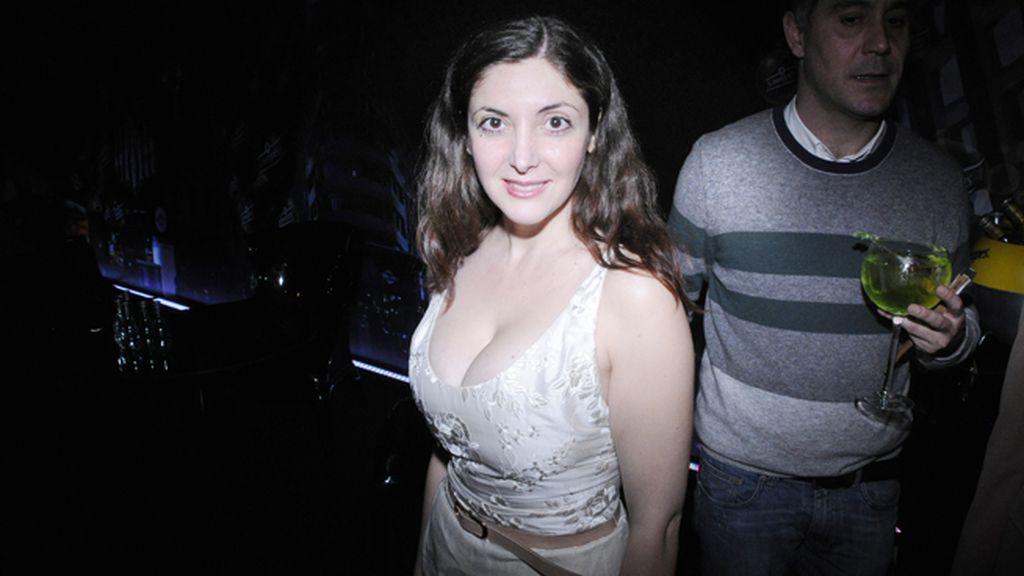 La escritora Espido Freire con un escotadísimo vestido