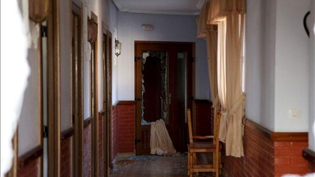 Una mujer ha fallecido y un varón ha resultado afectado por inhalación de humo en el incendio que se ha declarado esta madrugada en la residencia Virgen de la Vega de la asociación Asprosub Benavente, en la que ambos eran residentes. EFE