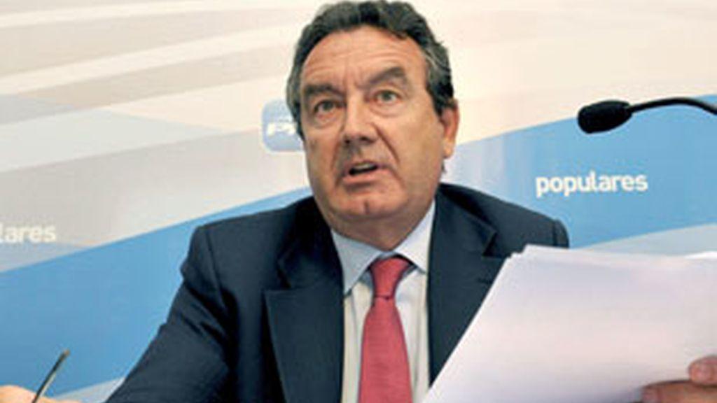 """El ex diputado popular por Segovia Jesús Merino, imputado en el """"caso Gürtel"""", durante la rueda de prensa que ha ofrecido en Segovia. Foto: EFE."""