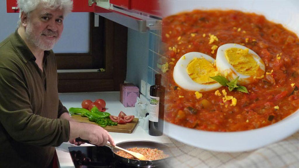Pedro Almodóvar y su pisto (manchego, claro) con huevos fritos