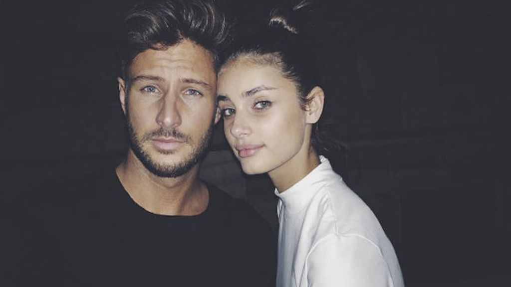 Taylor Hill sale con el actor Michael Stephen Shank