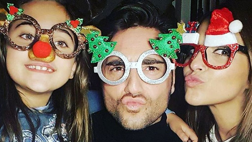 """Con tres tipos de gafas, """"los #BustamanteEchevarría os desean feliz Navidad"""""""