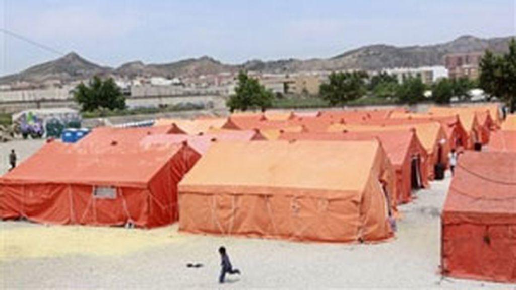 Campamentos montados para atender a las familias desalojadas de sus casas. Foto: AP.