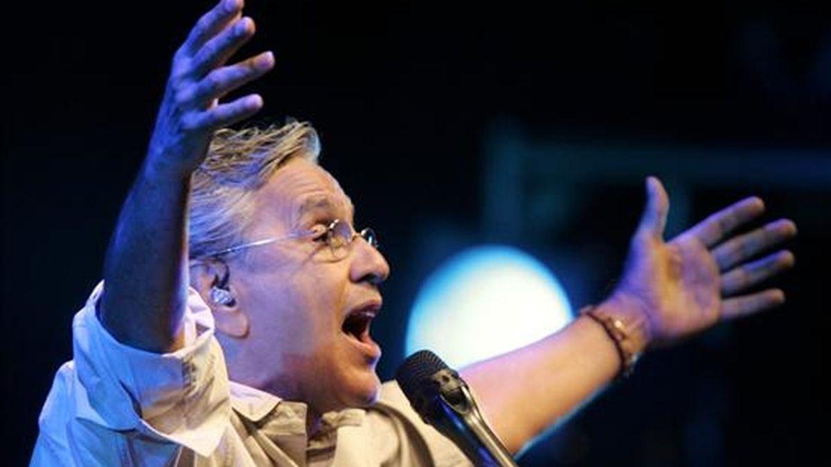 El cantautor brasileño Caetano Veloso, el pasado 8 de marzo en un recital en Asunción (Paraguay). EFE/Archivo