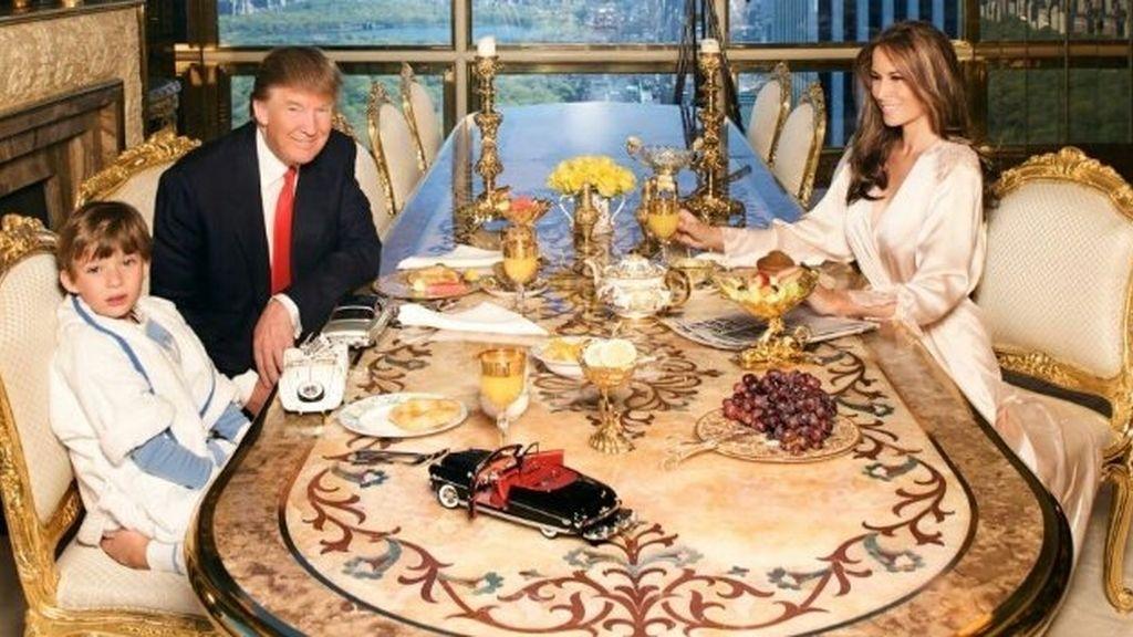 ¿Qué hay de extraño en la foto viral de Donald Trump con su familia?